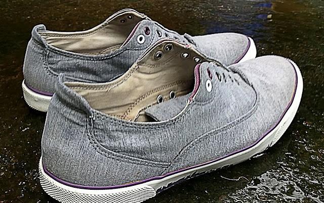 zapatos mojados